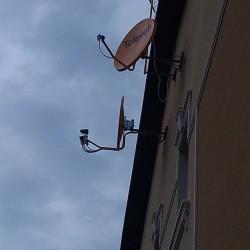 http://sez.net.ua/wp-content/uploads/2015/12/ustanovka_sputnikovyx_antenn_3-612x1024.jpg